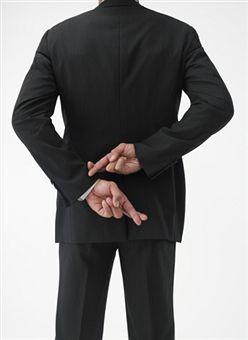 Притча о Лжи - Закончив службу, священник объявил..